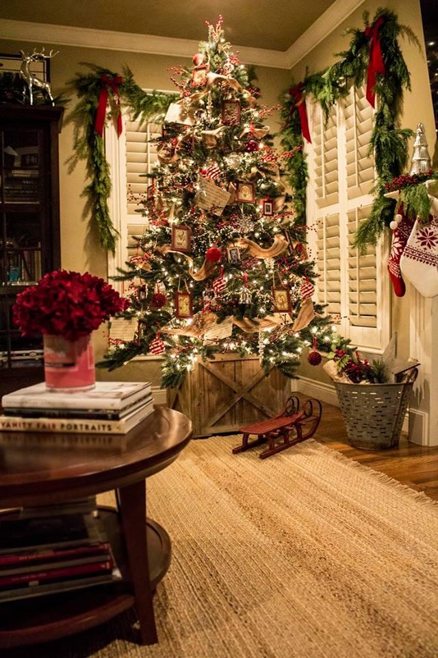Beautiful Rustic Christmas Tree Decoration Idea