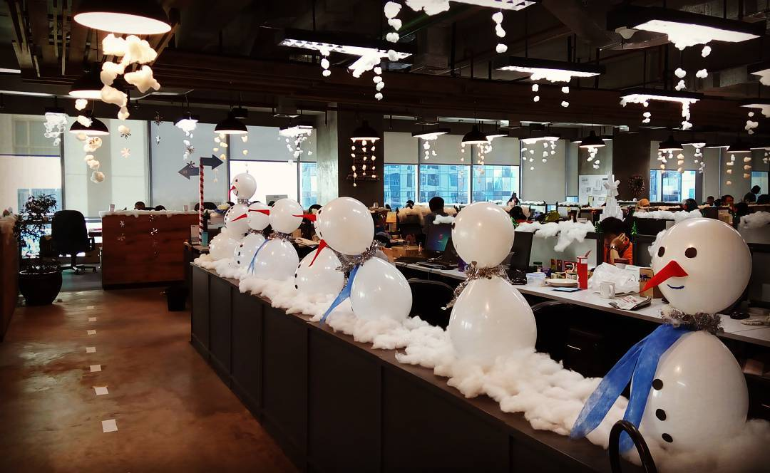 Best Balloons Snowman Decor At Office