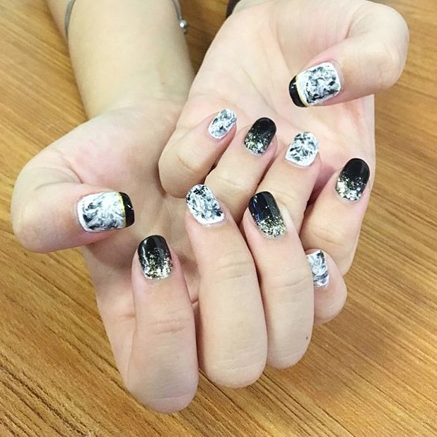 Best Black & White Christmas Party Nails
