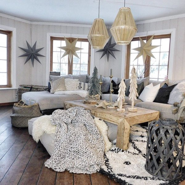 Boho style boho interior living room with golden and black decor. Pic by interior.mum