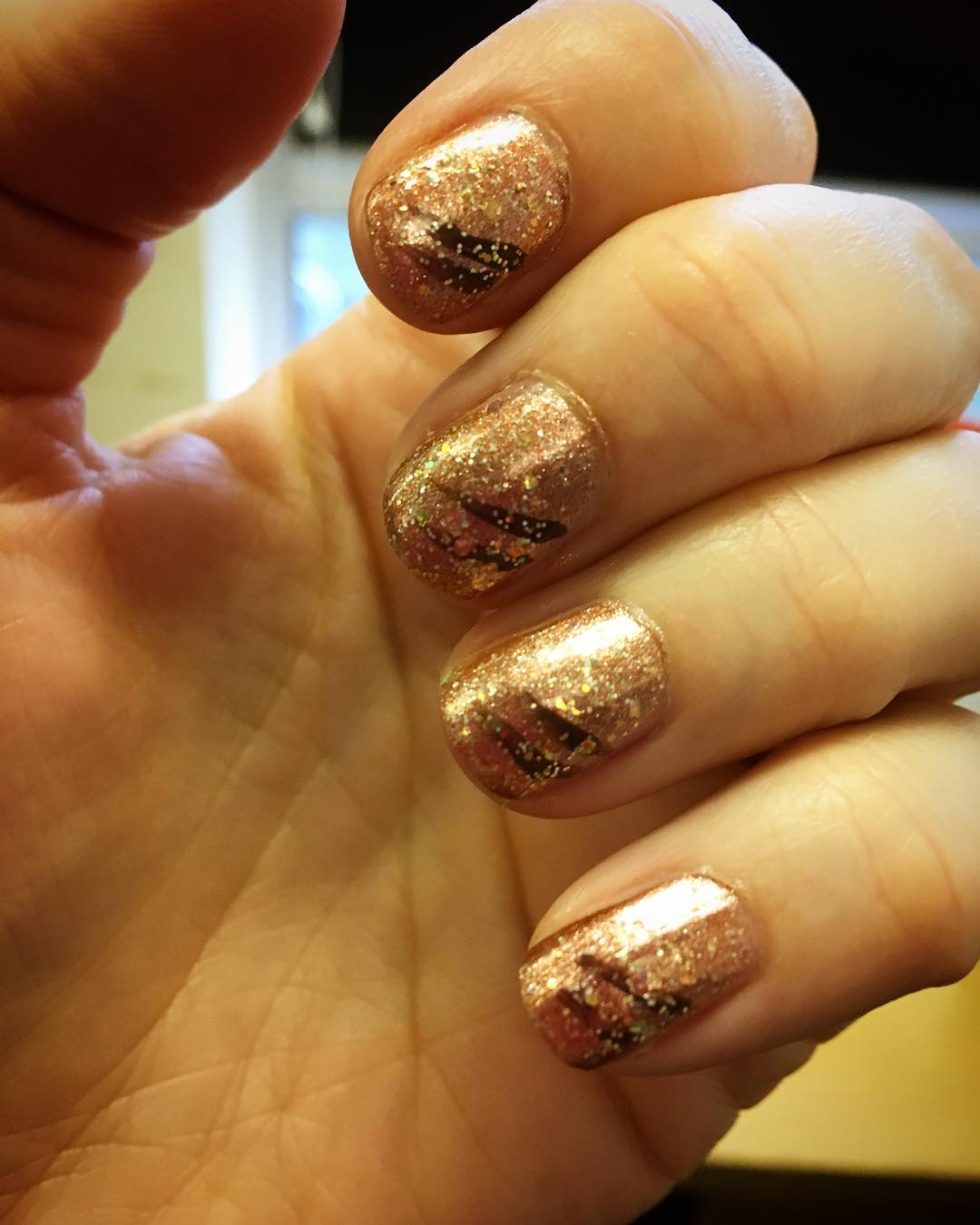 Bronze glitter nails for Christmas. Pic by clairebella32