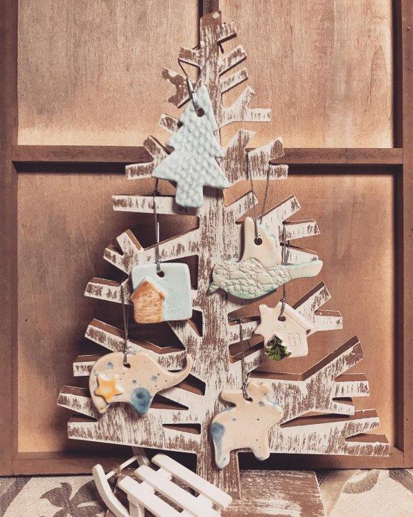 Ceramic ornaments Christmas tree decor. Pic by esperanzanaa