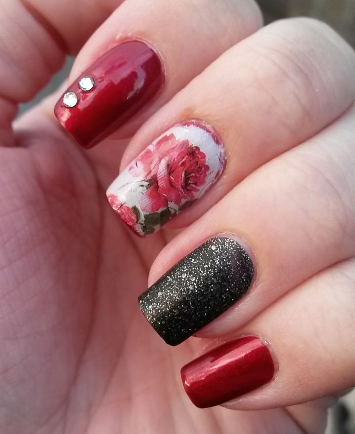 Charming Red & White Nails