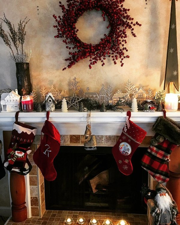 Charming red wreath and Christmas stocking on mantel. Pic by ceci_izaurieta