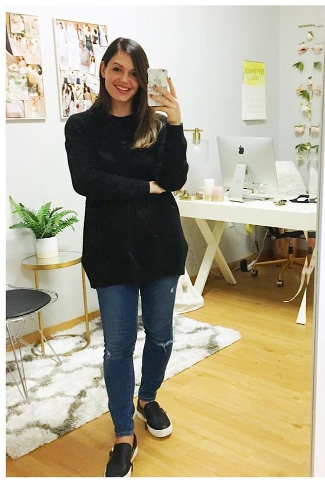 Chic Black Oversized Sweater With Jeans And Flats