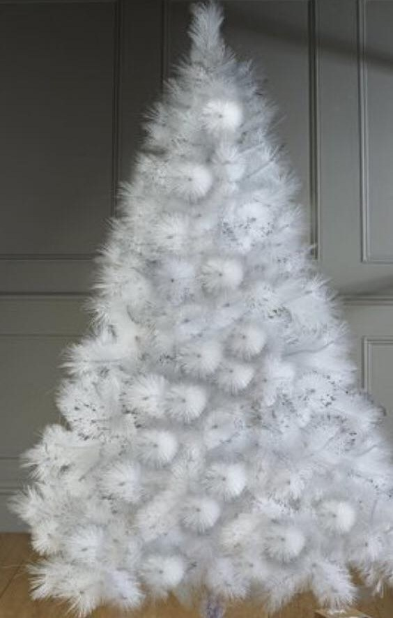 Chic Pom-Pom Christmas Tree Decor