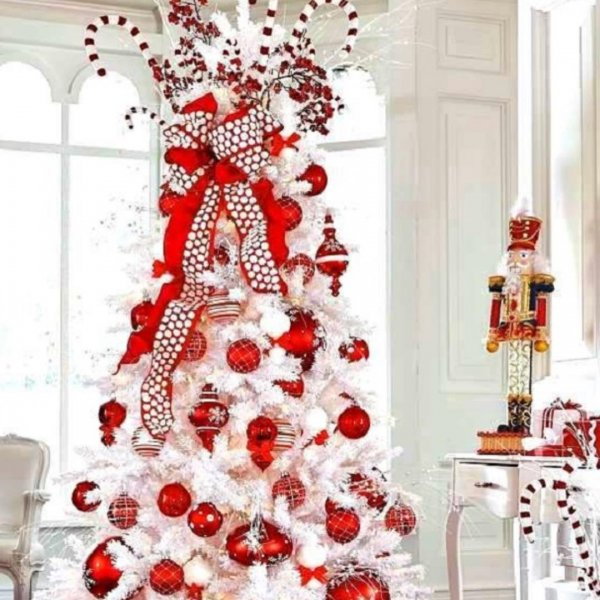 Chic red and white decor on white Christmas tree. Pic by my_love_of_christmas