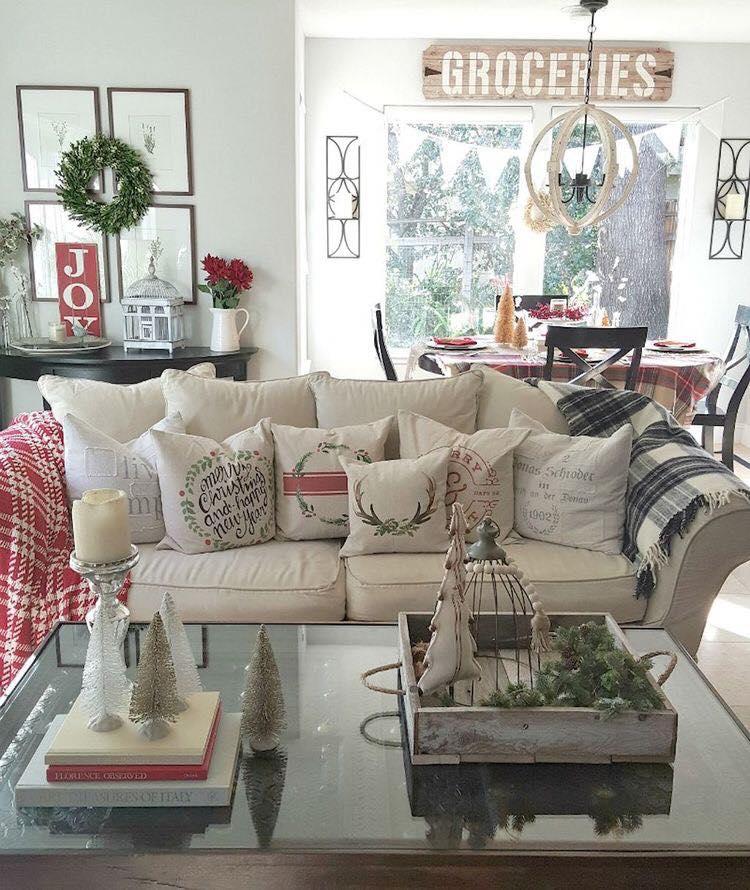 Cool Farmhouse Living Room Decoration Idea At Christmas