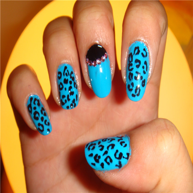 Cool Leopard Print Nails For Christmas Party