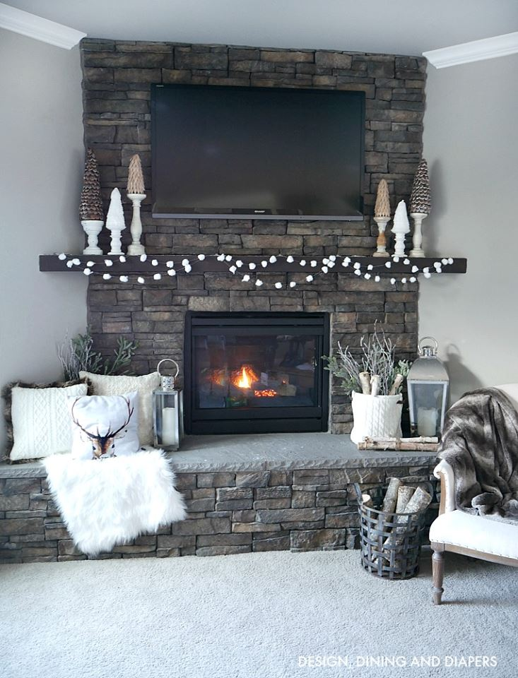 Cozy And Beautiful Christmas Mantel Decoration
