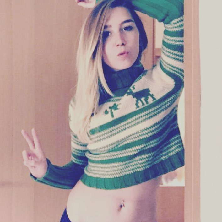 Cute Green Knit Sweater With Belly Button Piercing