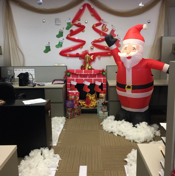 45 Classic Christmas Office Decor To Enhance The Celebration Mood