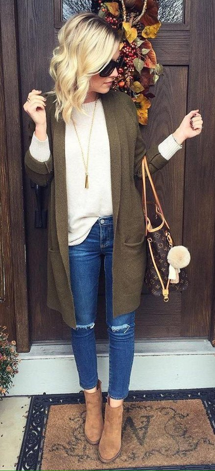 Dazzling Deep Green Front Pocket Cardigen Paired With Cream Sweater, Ripped Jeans, Leather Shoes And Handbag