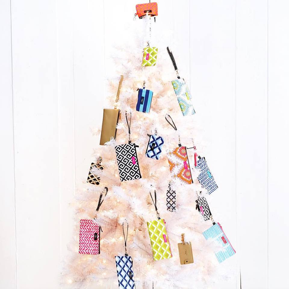 Easy Way To Decorate Christmas Tree With Scout Bags
