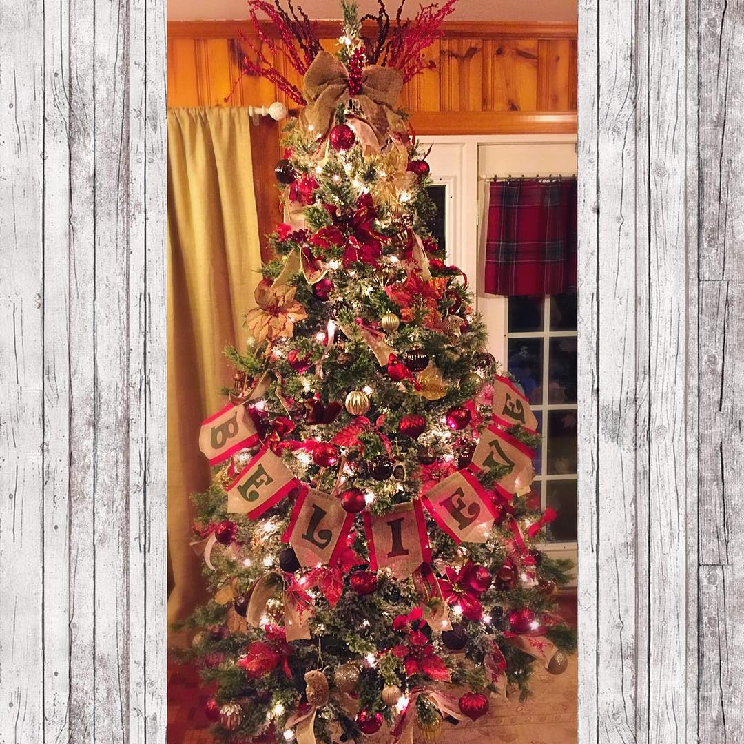 exclusive rustic and burlap christmas tree decor idea