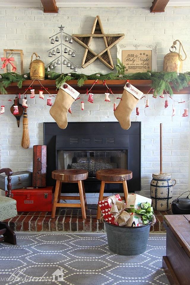 Exquisite Retro Style Mantel Decoration At Christmas