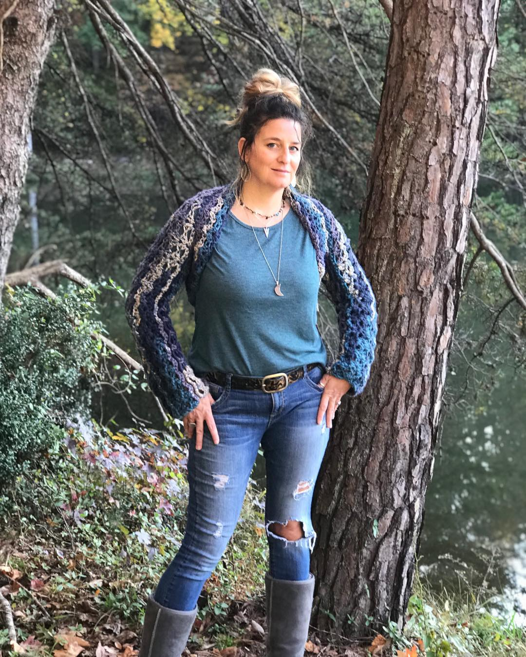 Fancy Crochet Shrug With Round Neck Top And Blue Jeans