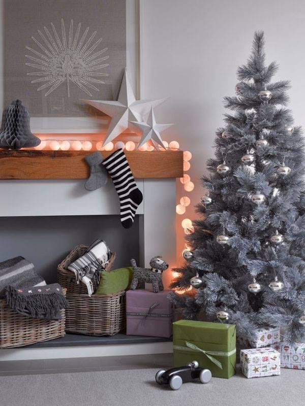 Fascinating Mantel Decor At Christmas