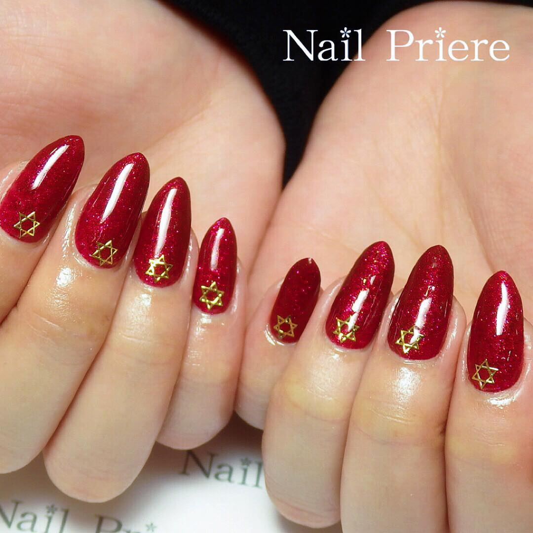 Fashionable Red Nails With Star
