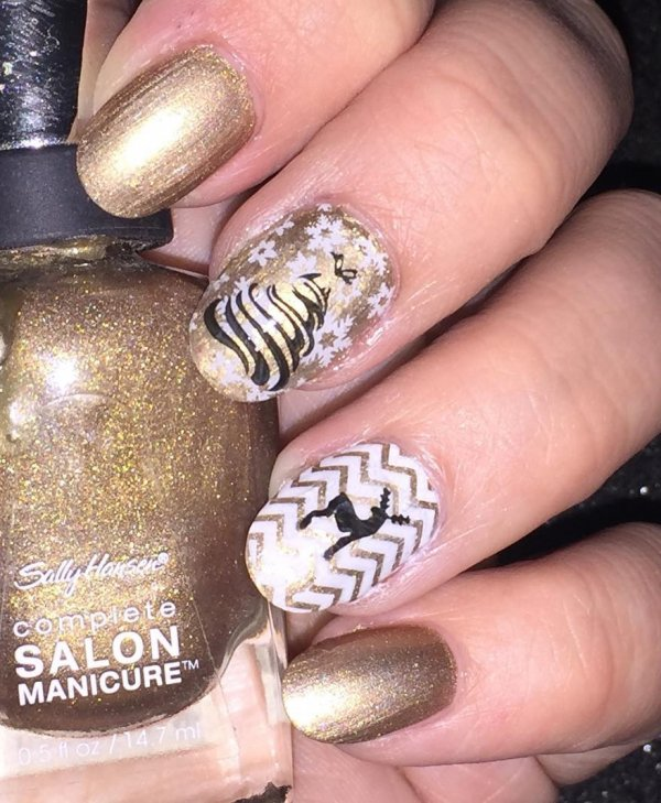 Golden nails with reindeer and Christmas tree. Pic by sarcasticafnailart