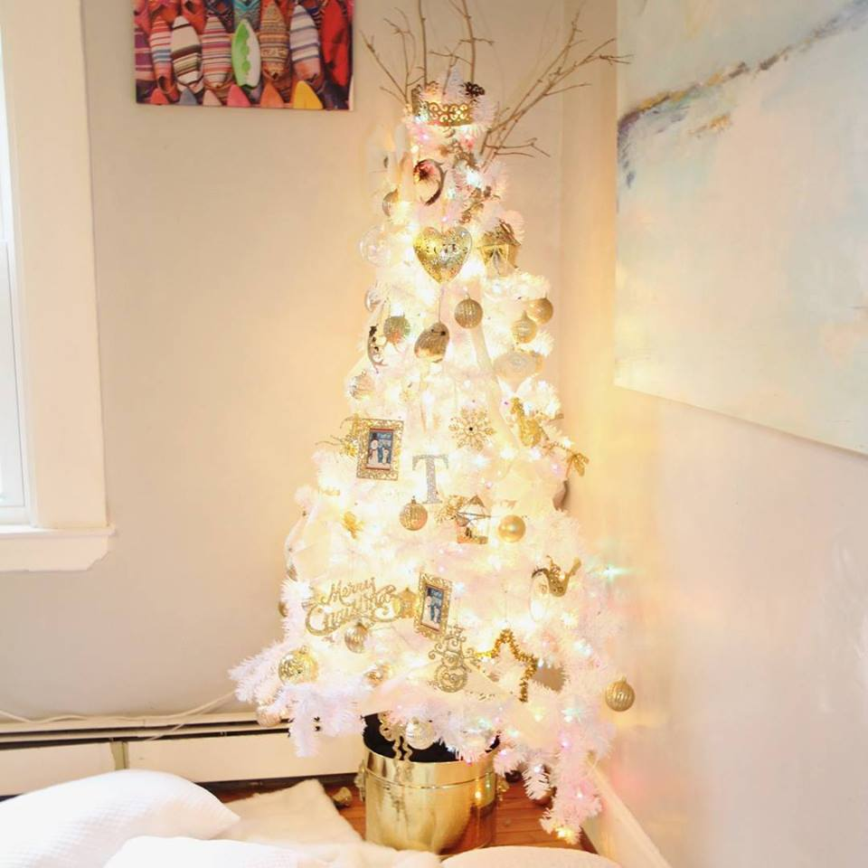 Gorgeous Golden Heart Shape Ornaments, Ball And Snowflakes Perfect For White Tree Decor