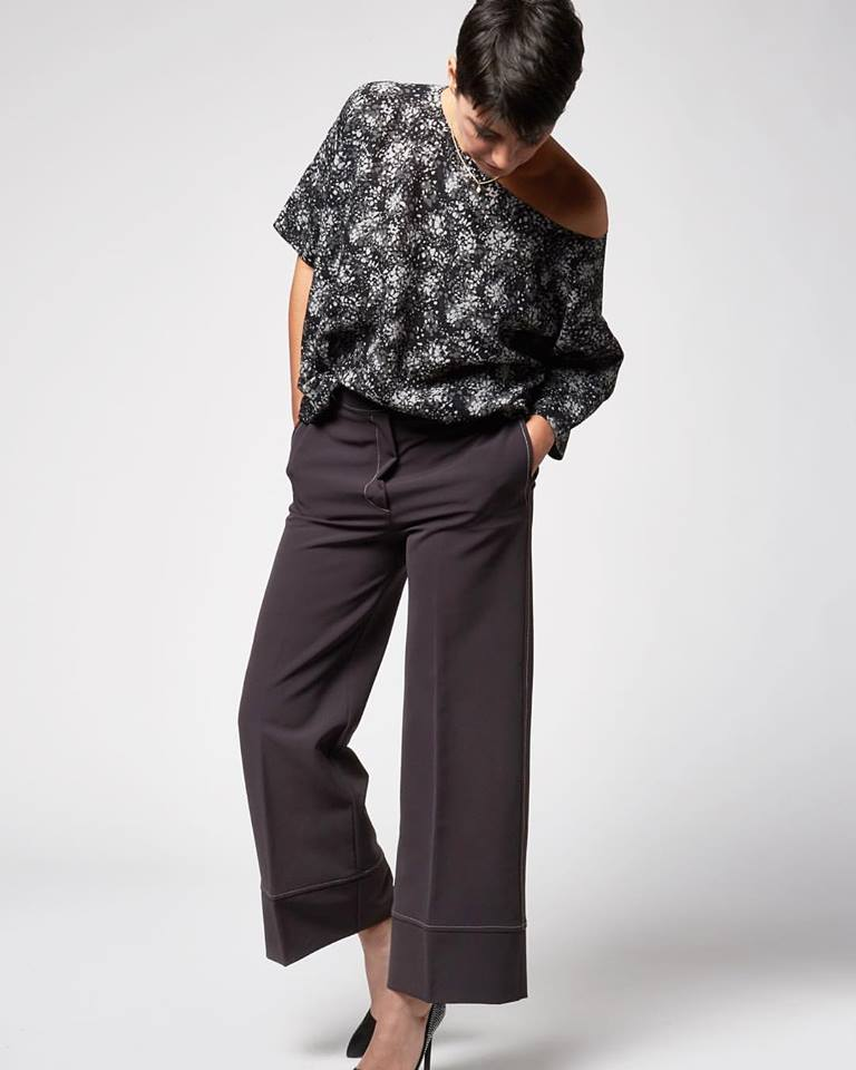 Gorgeous Grey Viscose Cropped Pant With Printed Raw Silk Top