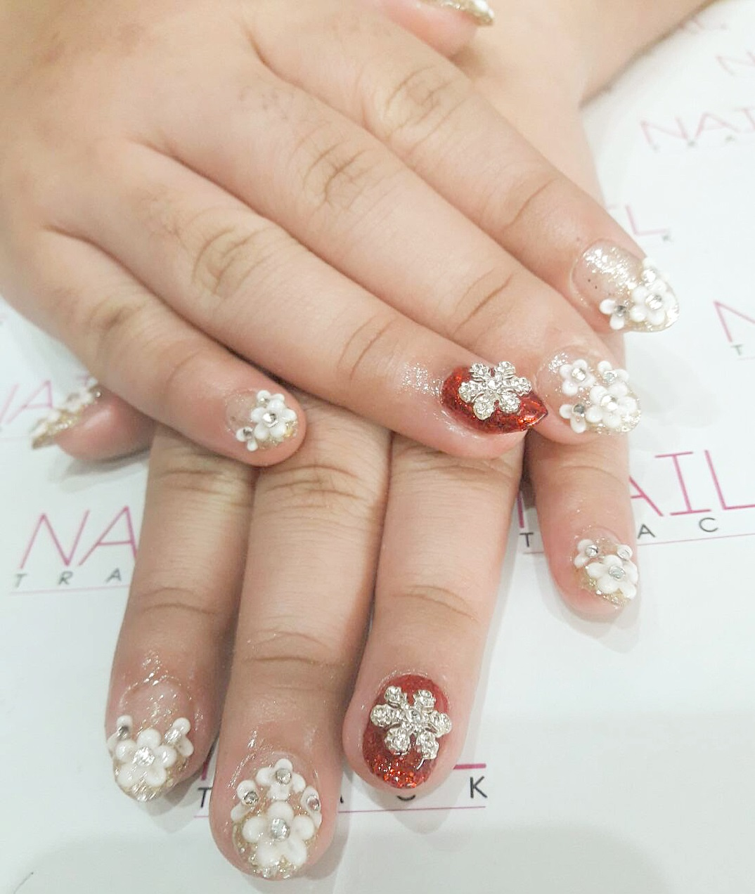 Gorgeous Red & White Christmas Party Nails