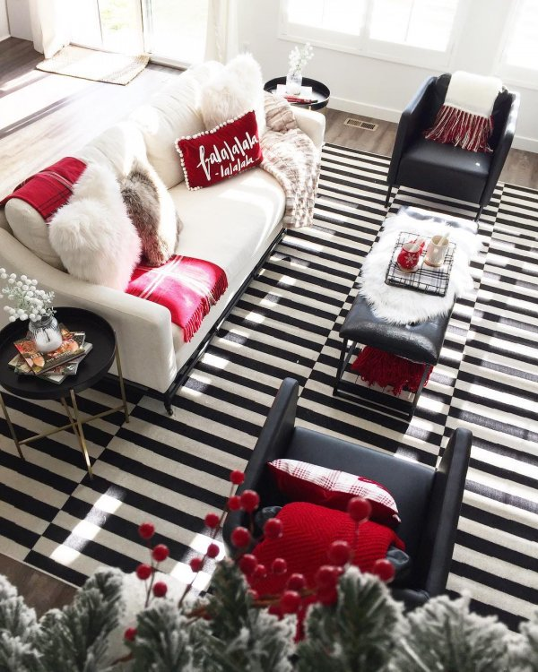 Graceful black and white stripes mat with awesome rug and pillow covers. Pic by leo.and.august.interiors