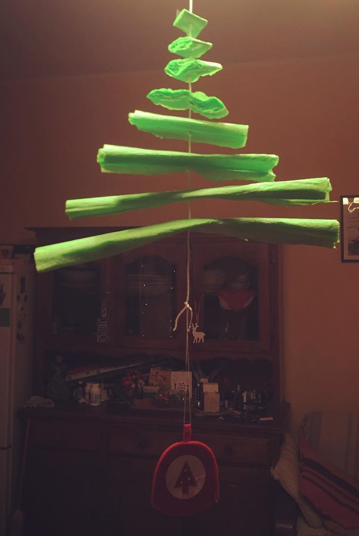 Hanging paper tree. Pic by in_shta