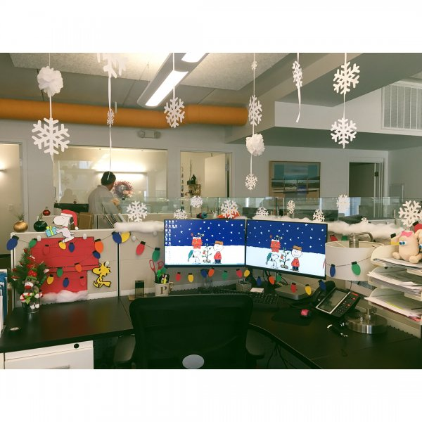 Hanging snowflakes with snoopy and Christmas light office decor. Pic by phailyy
