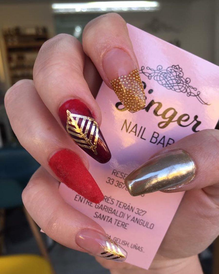 Mind-Blowing Velvet Nails With Golden Leaf