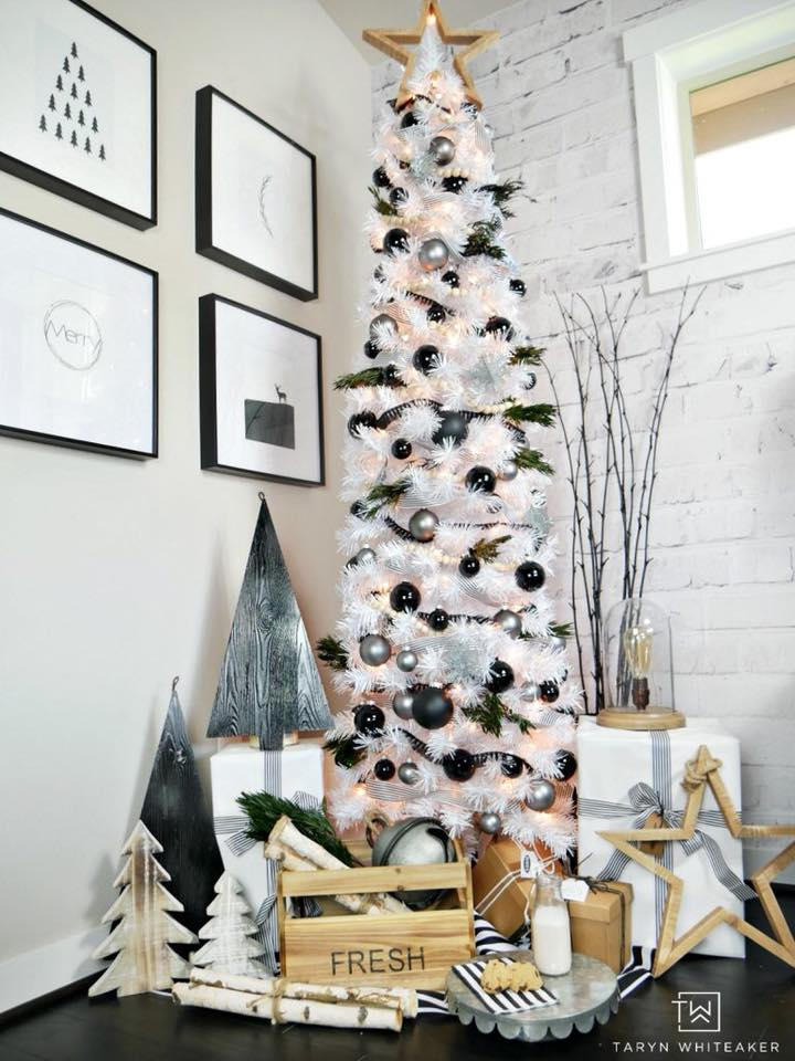 Modish Black Ornaments With Little Scandinavian Flare