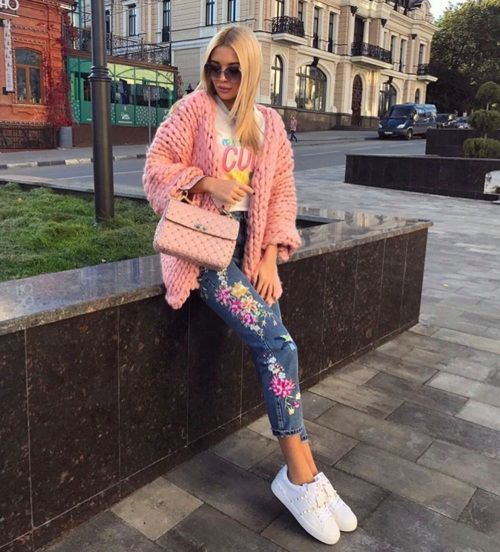 Pretty Embroidered Jeans With Cool T-Shirt, Pink Knitted Shawl And White Sneakers