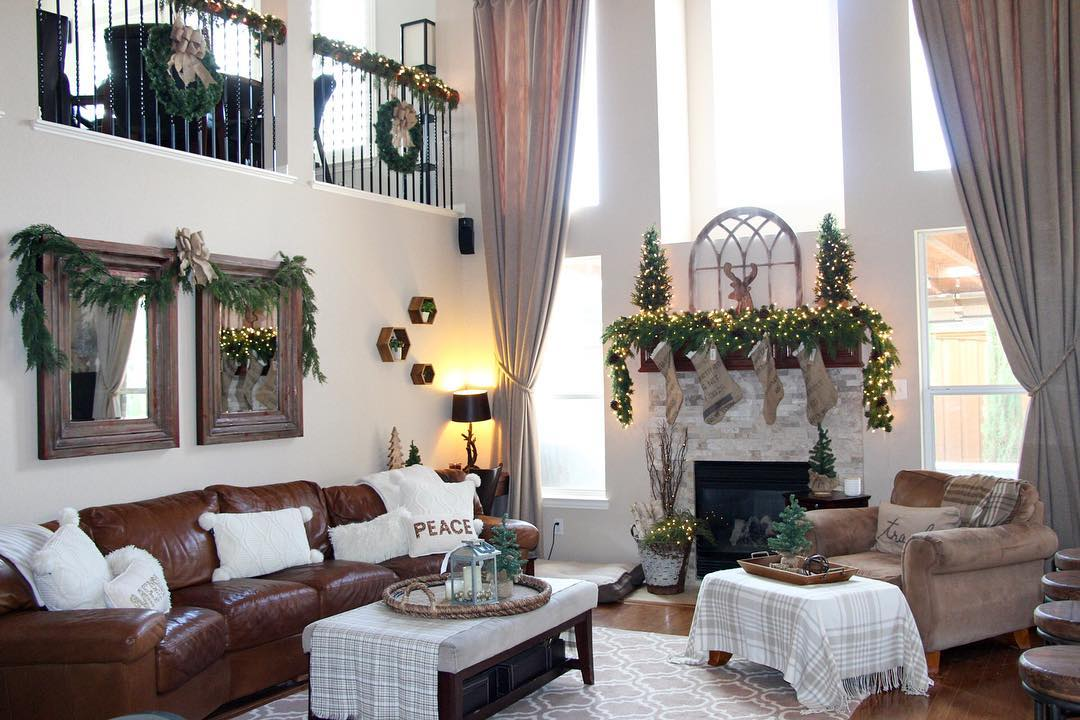 Pretty Living Area Decoration Using Natural Garland, Wreath And Fire Space  Via