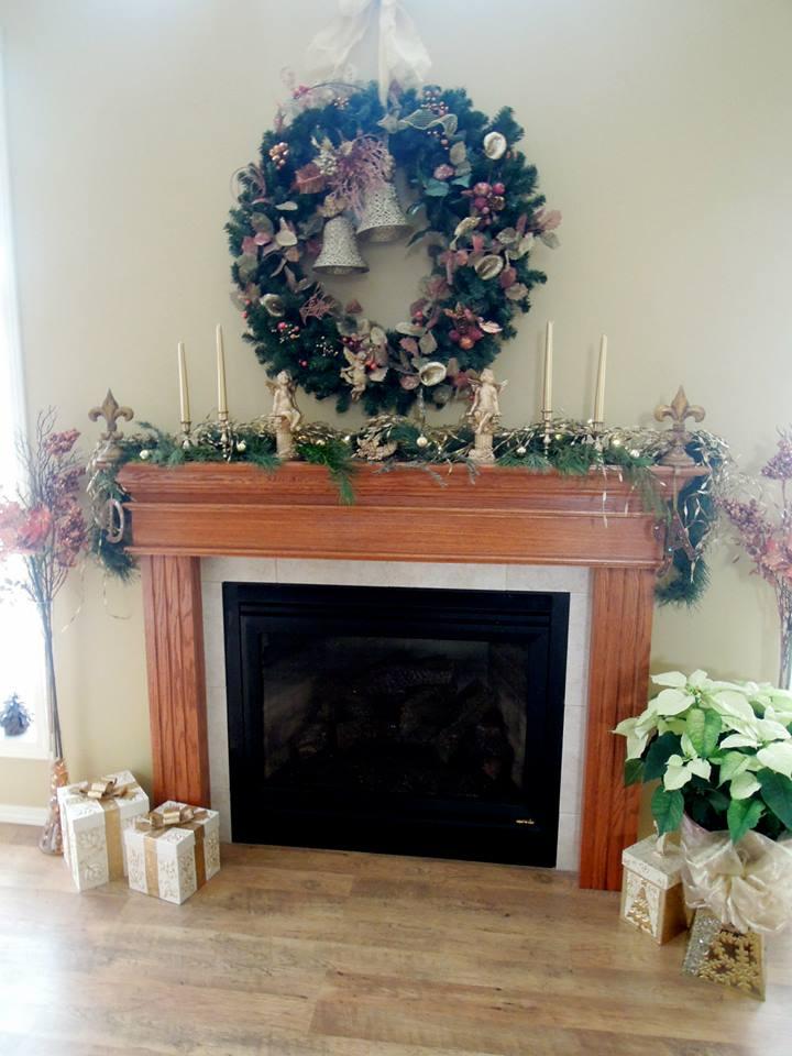 Quick Mantel Decor At Christmas