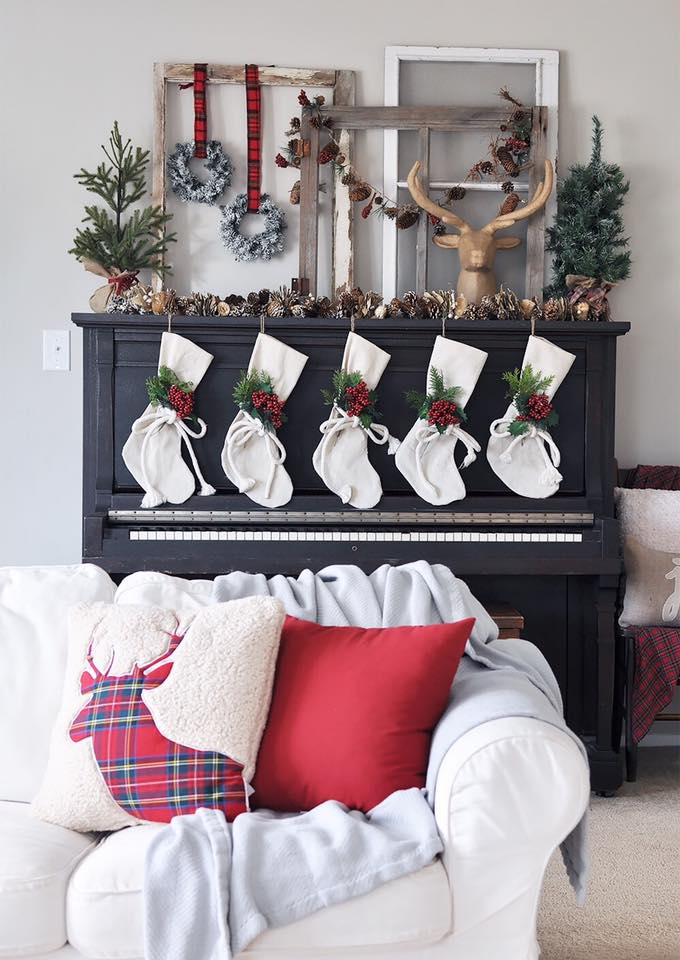 Ravishing Christmas Mantel Decoration