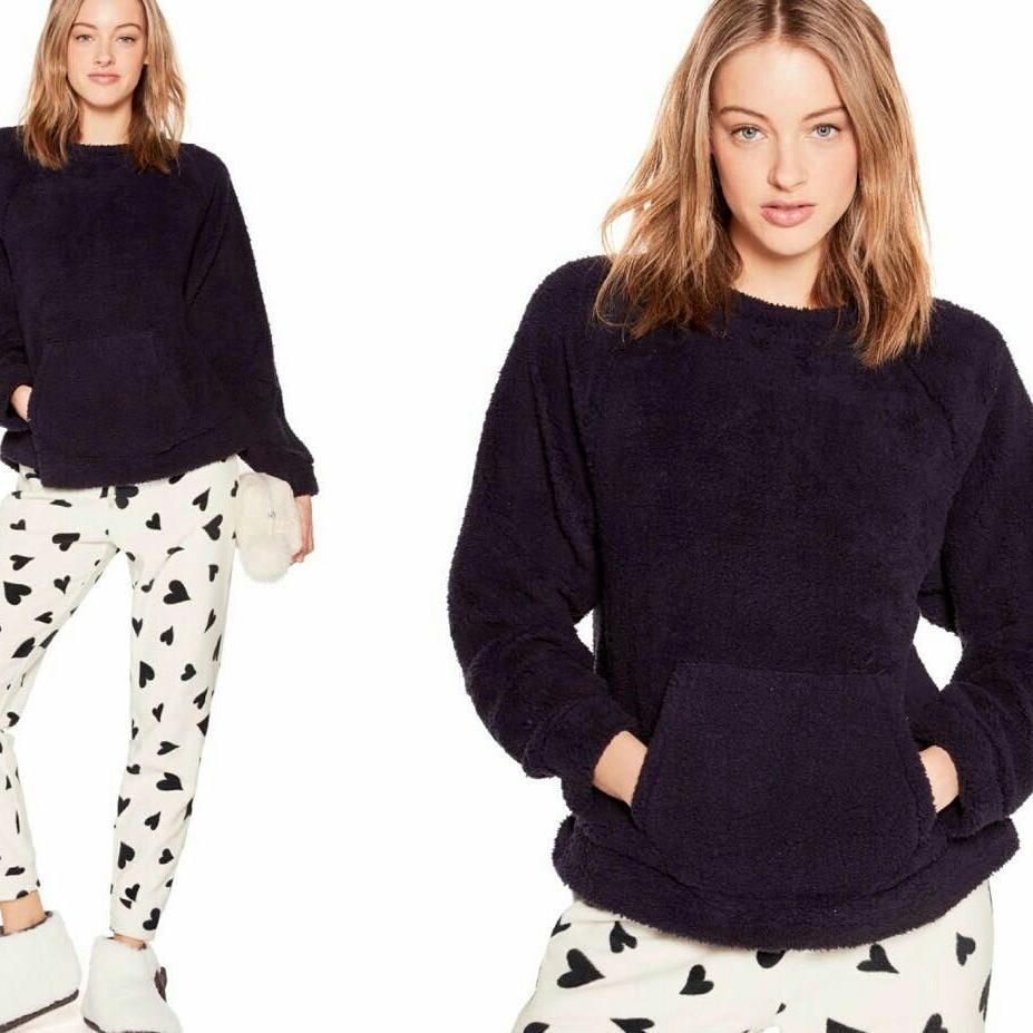 Ravishing Fur Sweater With Front Pocket Paired With Heart Print White Jagging