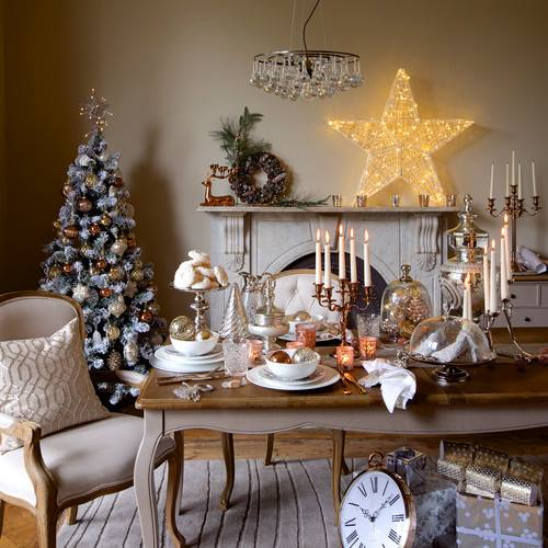 Ravishing Living Room Decoration With Wreath, Brighten Stars, Tree And Candles