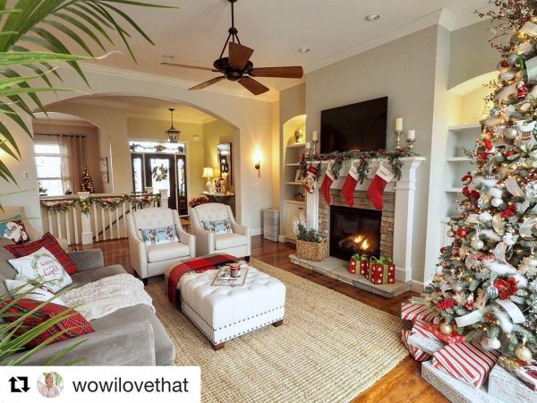 Red and white theme living room decor with beautiful mental. Pic by dianne_decor