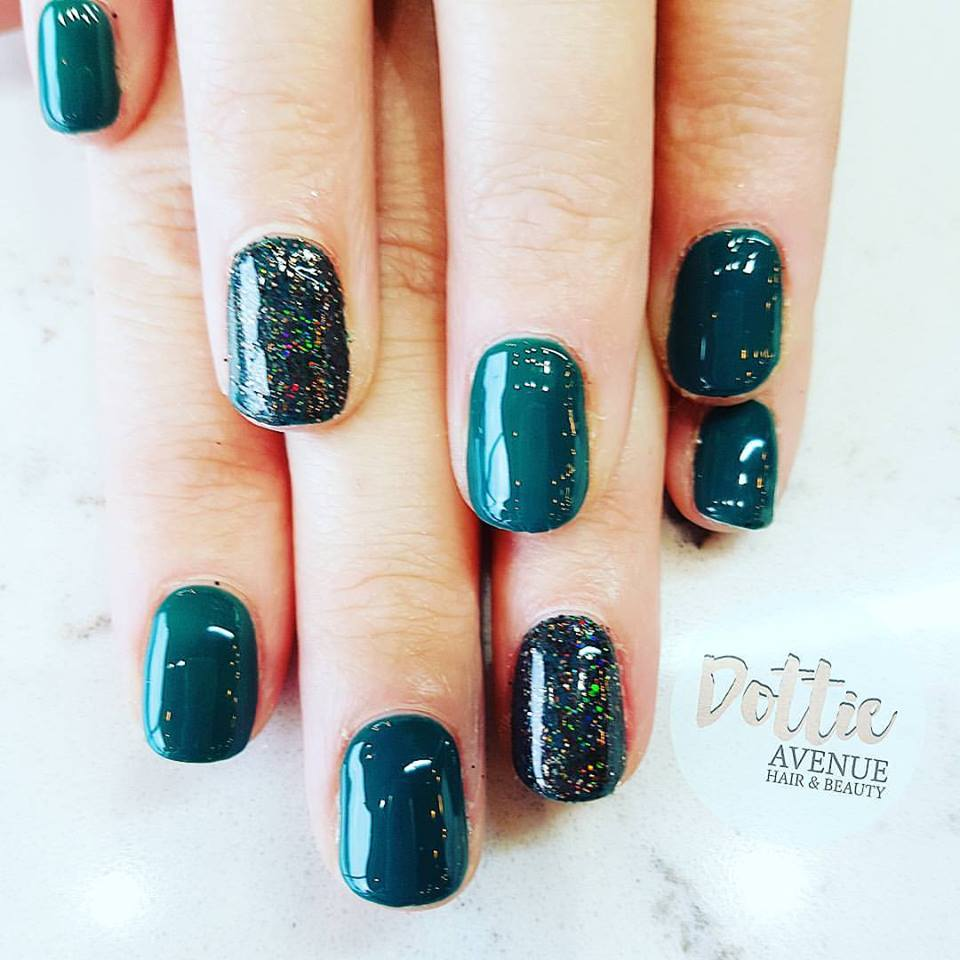 Rocking Peacock Green Glitter Nails