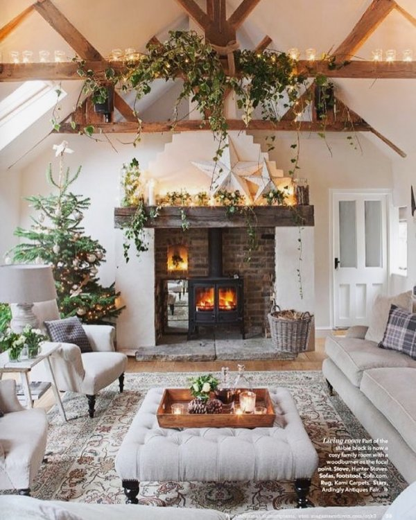 Rustic touch living room decor for Christmas. Pic by kk2design