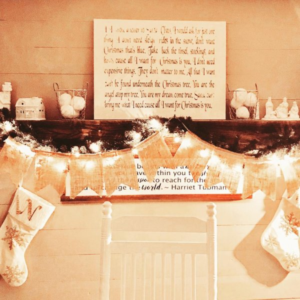 Shabby chic faux fire place Christmas Mantel decor. Pic by flippinfanchers