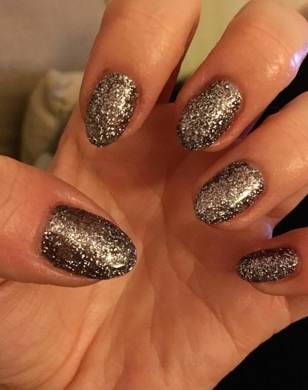 Shimmery nails for Christmas party. Pic by sophhlouiise