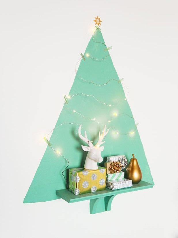 Small Space Christmas Tree Decor Idea