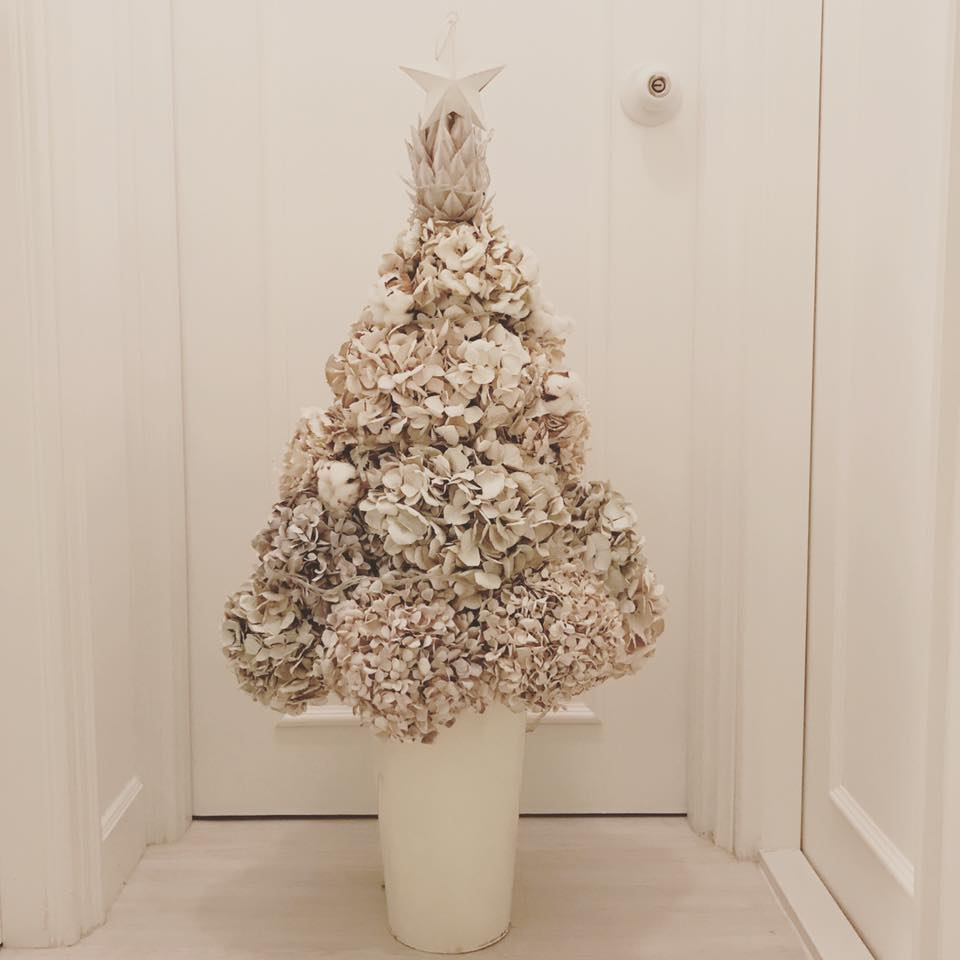 Smart Way To recycle Dry Flower Into White Christmas Tree