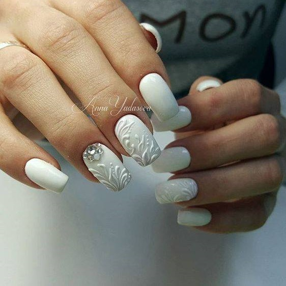 Snowy White Party Nails