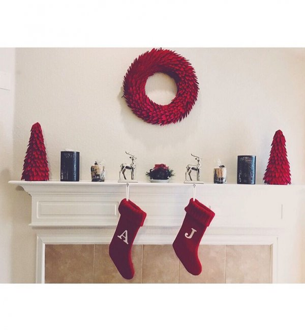 Sober red theme Christmas mantel decor. Pic by jessicaluvsu209