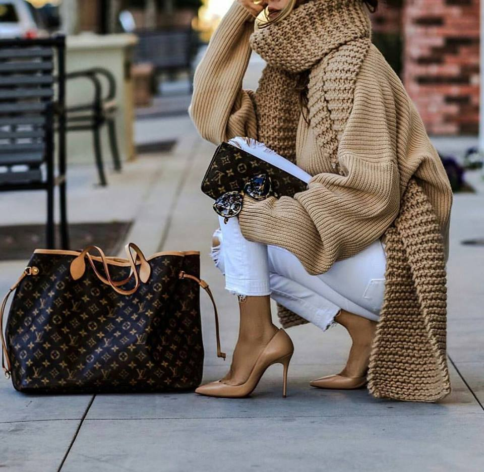 Stunning Knitted Oversized Sweater With White Denim, High Heels And Handbag