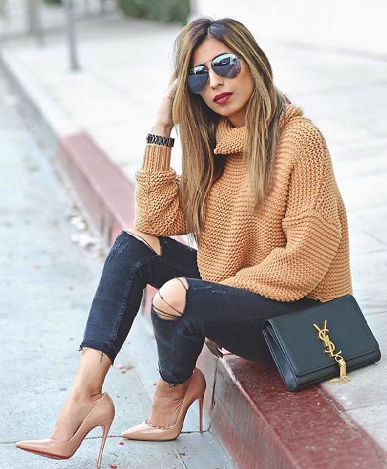Stylish Oversized Sweater With Ripped Jeans