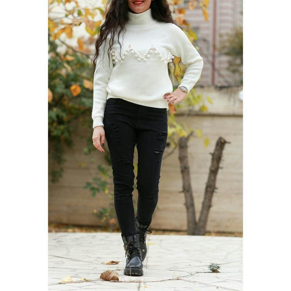 Trendy Black Ripped Jeans With White Sweater